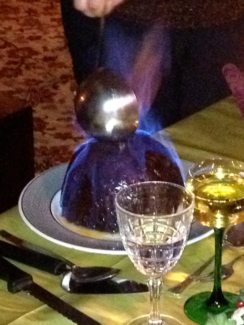 Christmas pudding, flaming christmas pudding, dessert on fire, christmas dessert